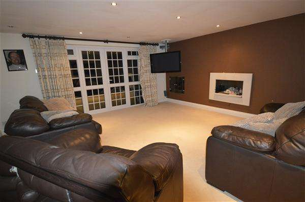 6 Bedrooms Detached House for rent in Woodland Avenue, Eastcote