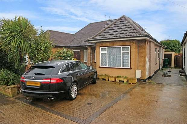 3 Bedrooms Semi Detached Bungalow for sale in The Croft, Ruislip, Greater London