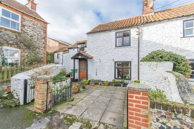2 Bedrooms Semi Detached House for sale in 37 Chapel Yard, Wells-next-the-Sea
