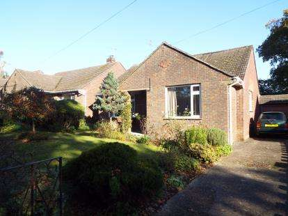 4 Bedrooms Bungalow for sale in Lovedean, Waterlooville, Hampshrie