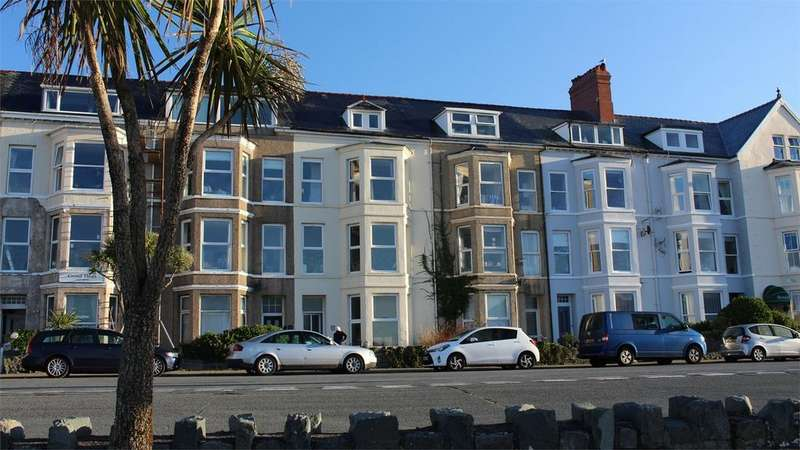 9 Bedrooms Terraced House for sale in 17 Marine Parade, Barmouth, Gwynedd
