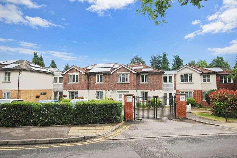 2 Bedrooms Property for sale in Dene Court, Caterham, CR3 6JA