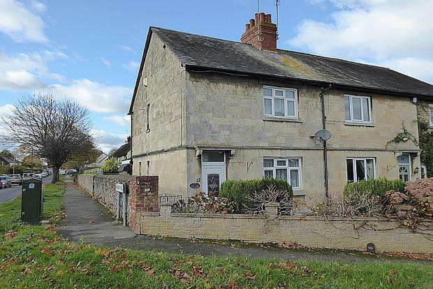 2 Bedrooms Cottage House for sale in The Warren, Hardingstone, Northampton, NN4