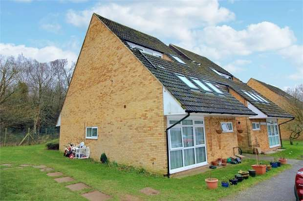 1 Bedroom Flat for sale in Owlbeech Place, Horsham, West Sussex