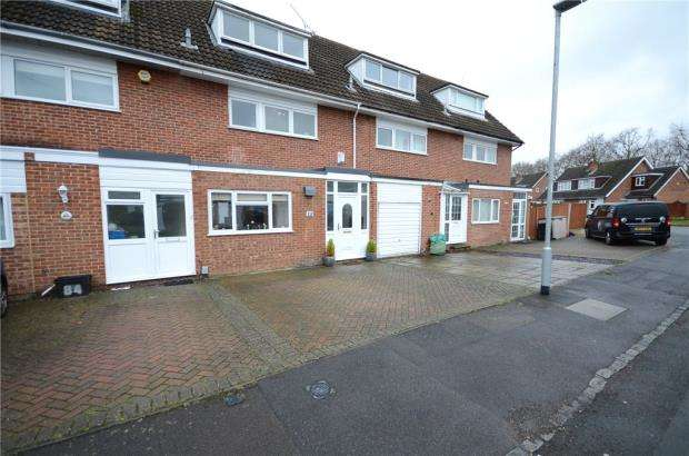 3 Bedrooms Town House for sale in Hazel Drive, Woodley, Reading