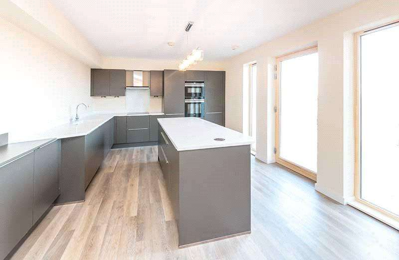 2 Bedrooms Flat for sale in 0/2 North Beach, Links Road, Prestwick, Ayrshire, KA9