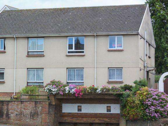2 Bedrooms Flat for rent in Alcombe