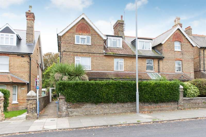 2 Bedrooms Flat for sale in Westgate Bay Avenue, Westgate-On-Sea