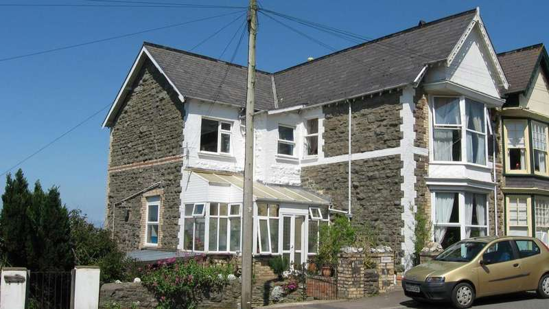 3 Bedrooms Semi Detached House for sale in Crofts Lea Park, Ilfracombe