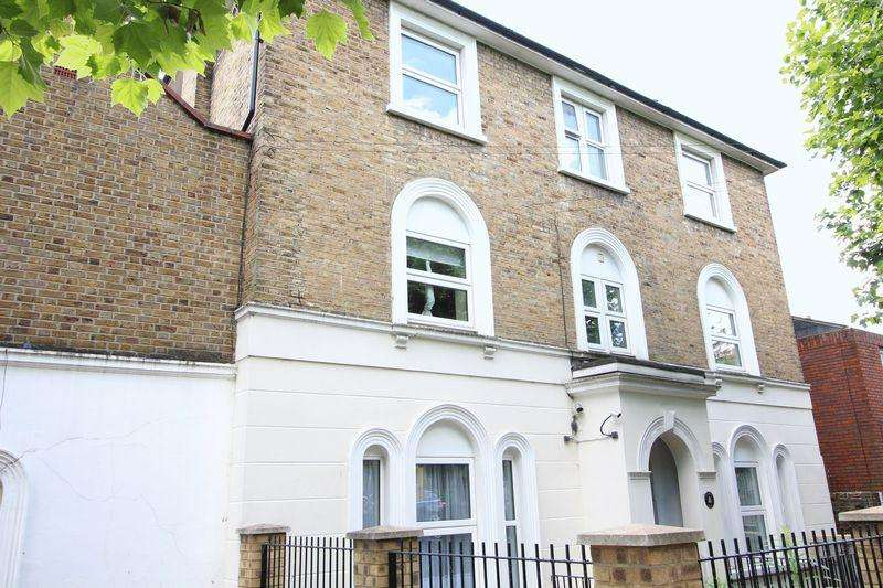 2 Bedrooms Flat for sale in Woodland Road, New Southgate