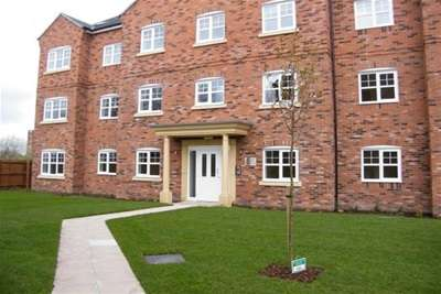 2 Bedrooms Flat for rent in Hudson Close, Deane BL3
