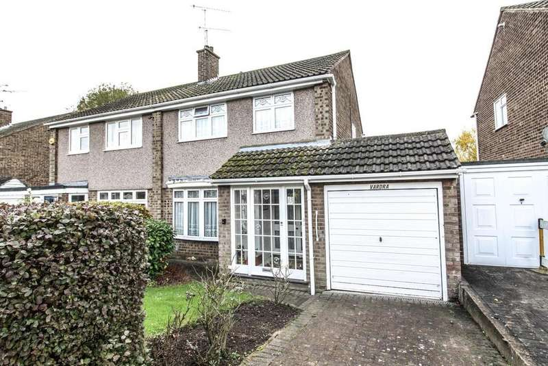 3 Bedrooms Semi Detached House for sale in Poppy Close, Pilgrims Hatch, Brentwood, Essex, CM15