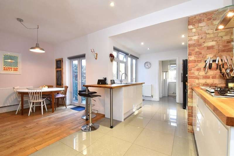 4 Bedrooms Terraced House for sale in Holdenby Road, SE4