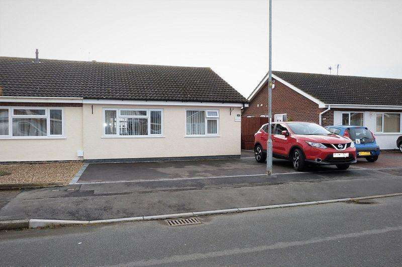 2 Bedrooms Semi Detached Bungalow for sale in Clumber Close, Syston
