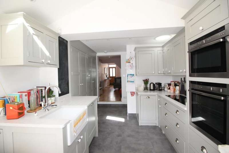 3 Bedrooms Cottage House for sale in Allnutts Road, Epping, CM16