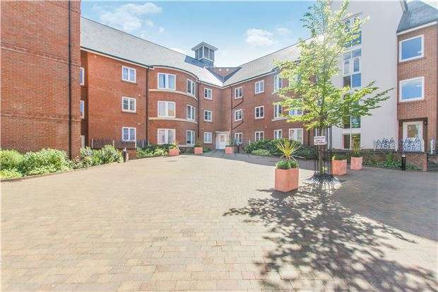 1 Bedroom Flat for sale in Quakers Court, ABINGDON, Oxfordshire, OX14 3PY