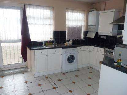 3 Bedrooms Terraced House for sale in Randolph Road, Southall, Middlesex, Greater London