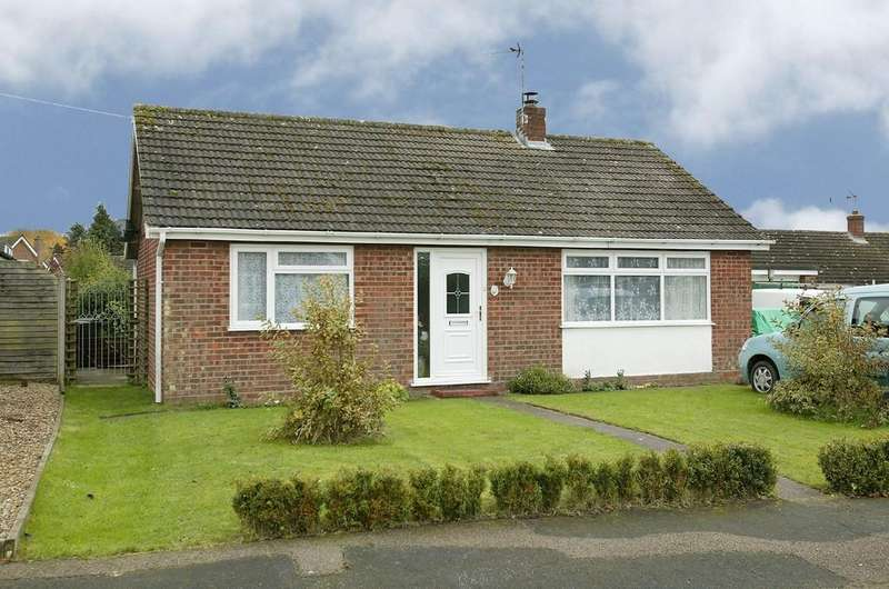 2 Bedrooms Detached Bungalow for sale in Smithson Drive, Mattishall