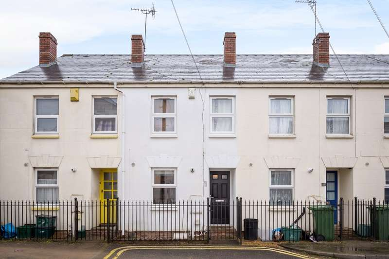 2 Bedrooms Terraced House for sale in Larput place, Cheltenham GL50 4HP