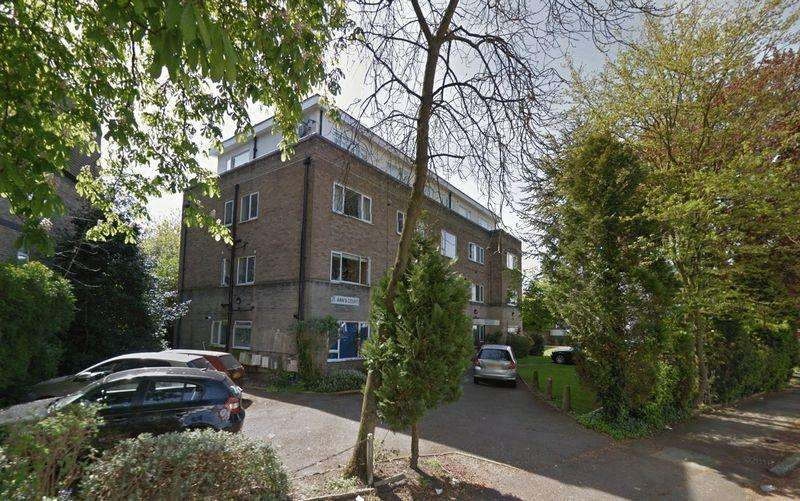2 Bedrooms Flat for sale in St. Anns Court, Sunningfields Road , Hendon NW4 4QY