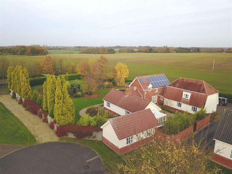 5 Bedrooms Detached House for sale in Langton Park, Eye, Suffolk