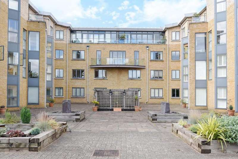 3 Bedrooms Flat for sale in The Downs, Wimbledon