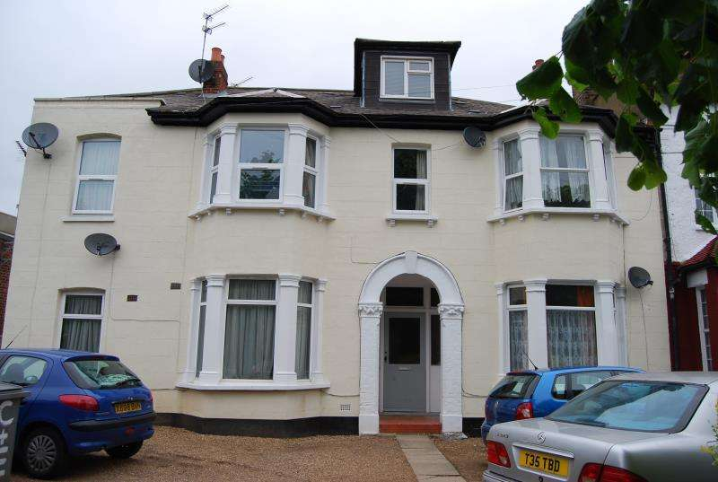 2 Bedrooms Flat for sale in Chaplin Road , Wembley , Middlesex