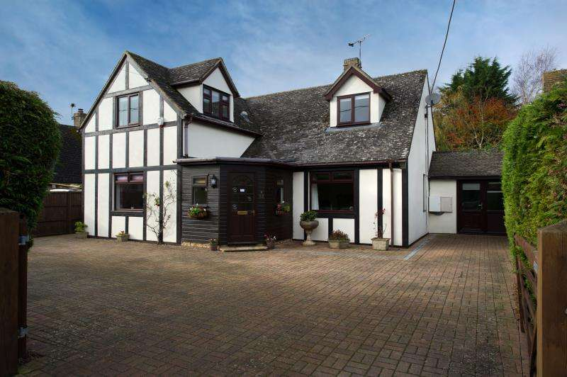 5 Bedrooms Detached House for sale in Westaye, High Street, Standlake, Witney, Oxfordshire