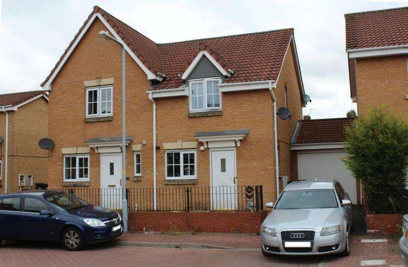 2 Bedrooms Semi Detached House for sale in Wrenbury Drive, Bilston