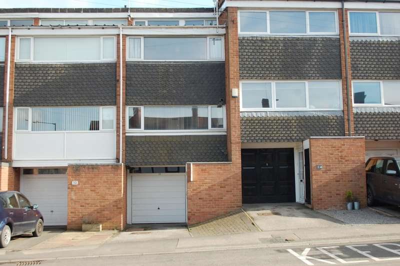 2 Bedrooms Terraced House for sale in Henley Street, Alcester, B49