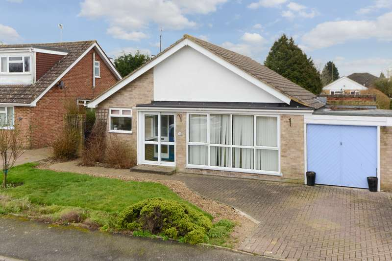 3 Bedrooms Bungalow for sale in Downs Way, Sellindge, Ashford, TN25