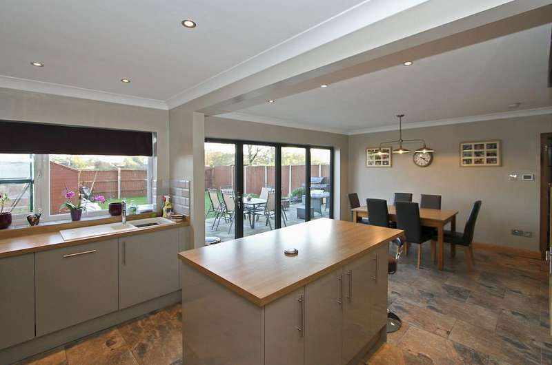 5 Bedrooms Detached House for sale in Park Close, Hethersett