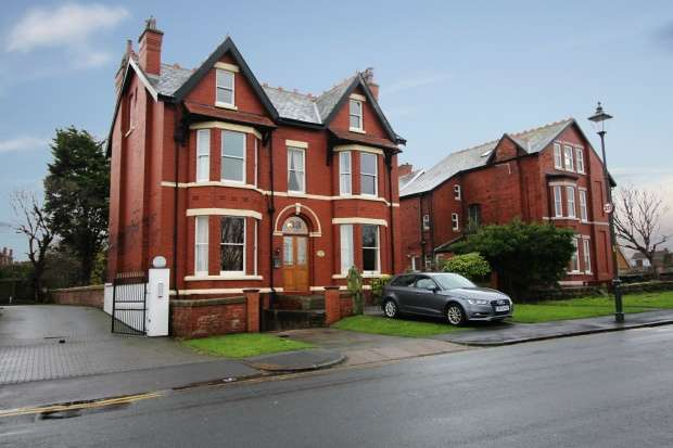 7 Bedrooms Detached House for sale in Rotten Row, Southport, Merseyside, PR8 2DA