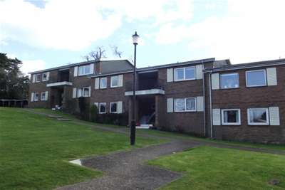 2 Bedrooms Flat for rent in High Salterns, Seaview