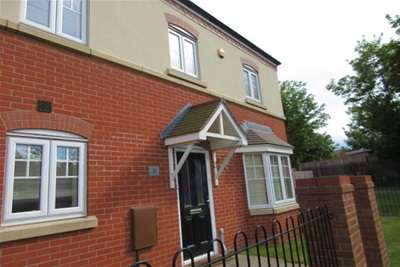 3 Bedrooms House Share for rent in Devey Road