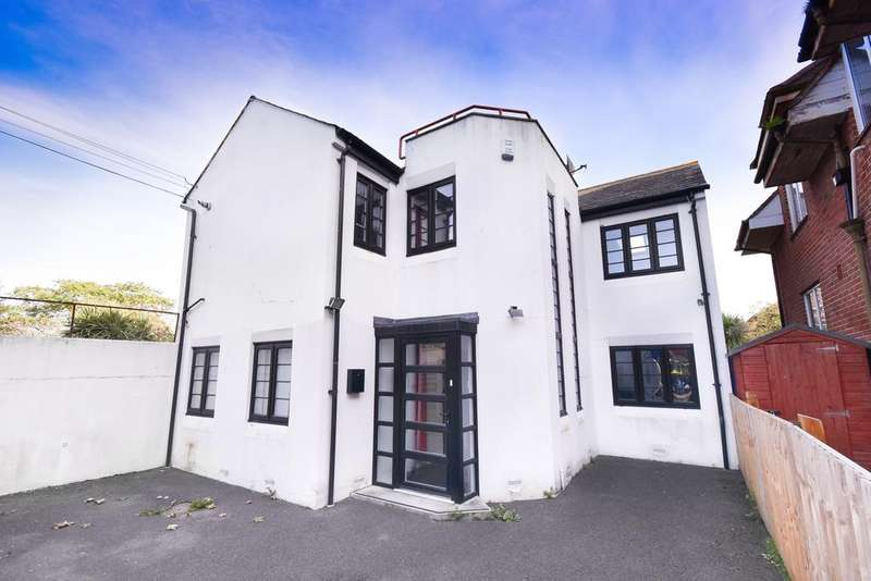 3 Bedrooms Detached House for sale in Wolverton Road, Bournemouth BH7
