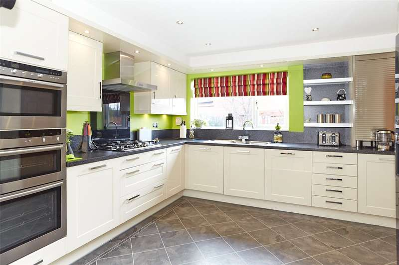 4 Bedrooms Detached House for sale in Fern Court, Riccall, York, YO19