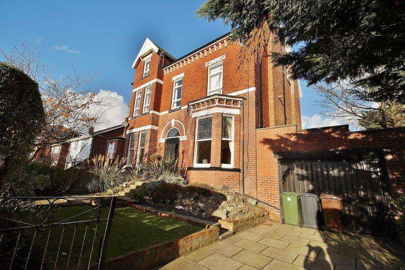 2 Bedrooms Apartment Flat for sale in Stanley Avenue, Southport