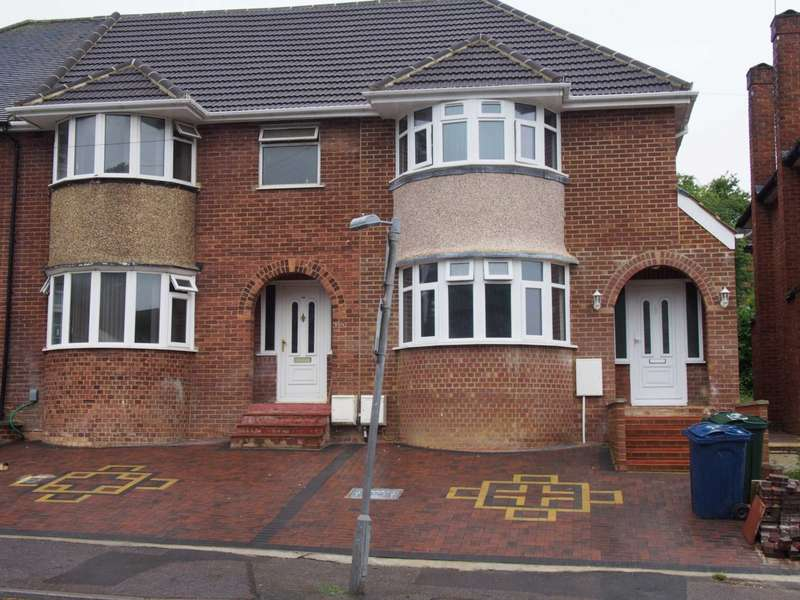 5 Bedrooms Semi Detached House for rent in Chairborough Road, High Wycombe