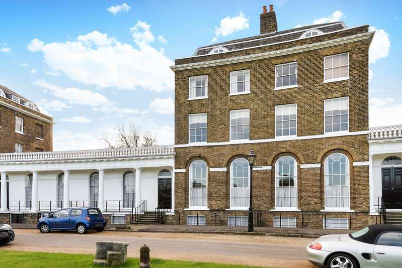 2 Bedrooms Flat for sale in The Paragon London SE3