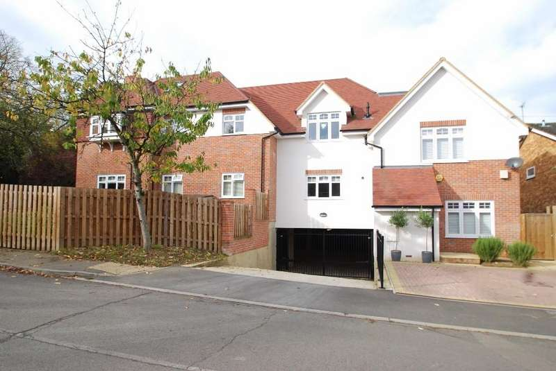 2 Bedrooms Flat for rent in Manor View Court, White Lion Road, Little Chalfont, HP7