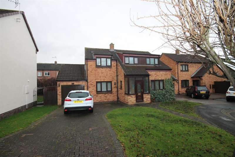 4 Bedrooms Detached House for sale in Lorimer Close, Ingleby Barwick, Stockton-On-Tees