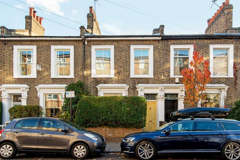 2 Bedrooms Terraced House for sale in Gayhurst Road, Hackney, London E8
