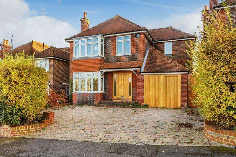 4 Bedrooms Detached House for sale in Guildford, Surrey, GU2