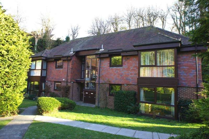 1 Bedroom Retirement Property for sale in Woodrow Court, Reading
