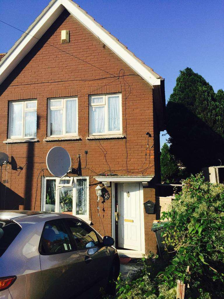 3 Bedrooms Terraced House for sale in 18 Hampton Crescent