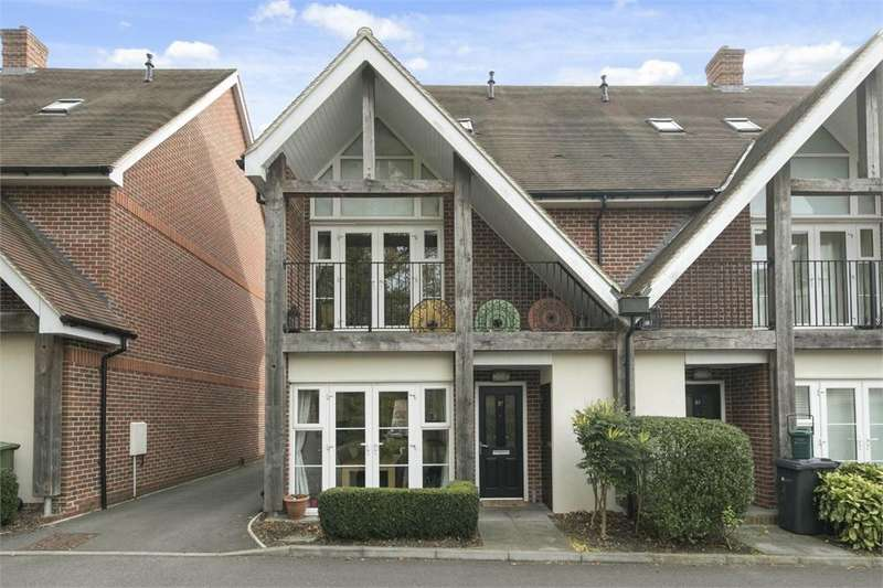 4 Bedrooms Semi Detached House for sale in Uplands Road, Guildford, Surrey