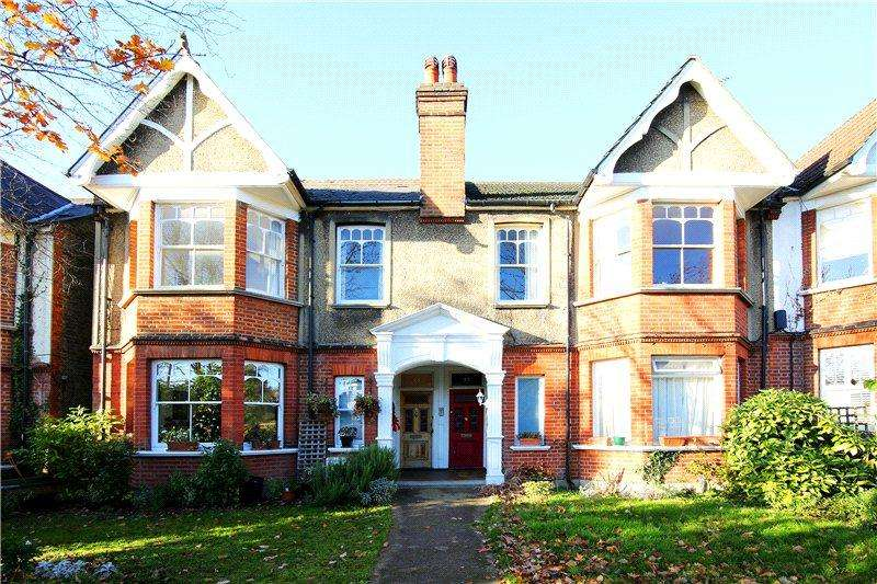 2 Bedrooms Maisonette Flat for sale in Durham Road, West Wimbledon, London, SW20
