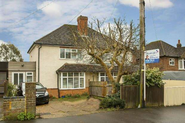 3 Bedrooms Semi Detached House for sale in Meadow Road, Earley, Reading