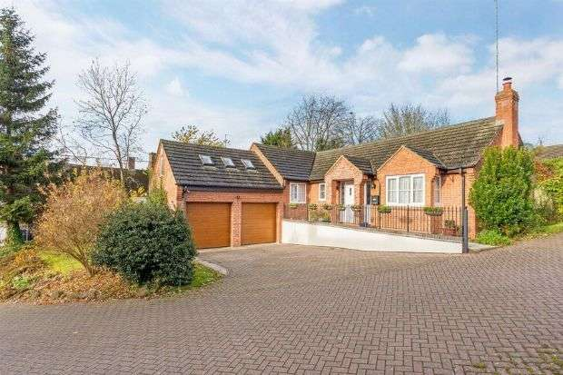 4 Bedrooms Detached Bungalow for rent in Farebrother Close, Byfield, Daventry NN11 6FB